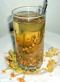 Стакан липового чая