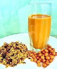 Стакан сока, жмых, ягоды — рецепты приготовления облепихи с медом на зиму включают эти компоненты