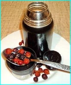Настой шиповника, его можно приготовить в термосе и пить каждый день 1 месяц, затем перерыв 2 недели.