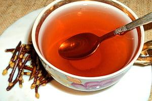 Чай из веточек, ветки смородины можно заваривать разными способами