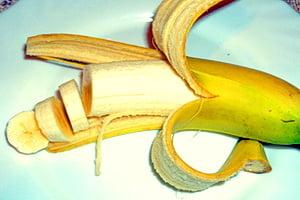 Один спелый банан