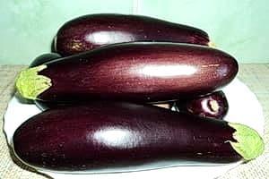 Баклажаны — они имеют полезные свойста, но полезны для организма человека только молодые плоды, а перезревшие — вредны.