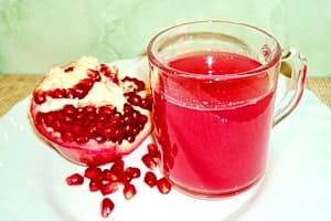 Чашка гранатового сока