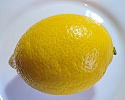 Лимон — народными средствами на его основе можно проводить эффективное лечение подагры